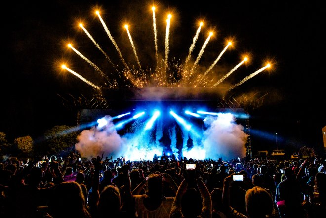shutterstock_458794348 stage top pyro copy